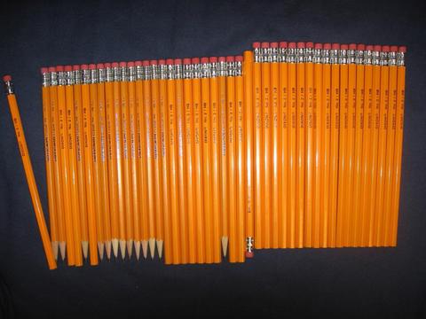 乱摆的铅笔